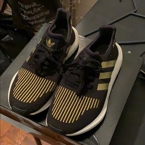 Woman's adida swift run